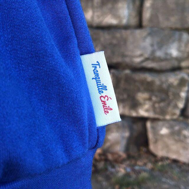 sweat-made-in-france-tranquille-emile-le-bronzeur-bleu-electrique-etiquette