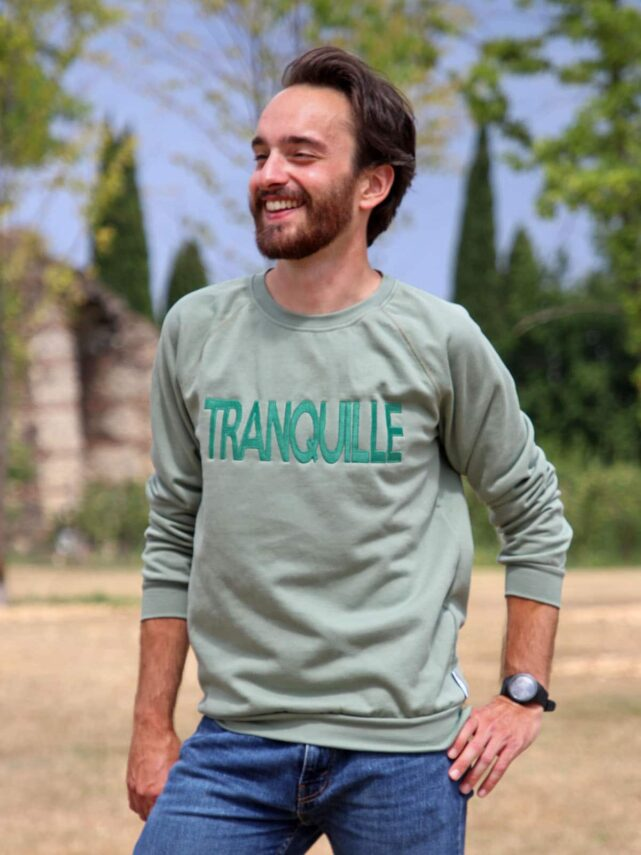 sweat-homme-made-in-france-le-tranquille-vert-eucalyptus-thibault-2