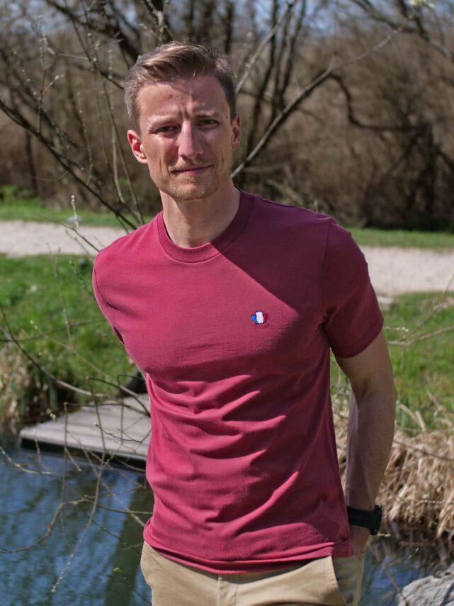t-shirt-made-in-france-homme-l-authentique-3-0-rouge-bordeaux-quentin-2